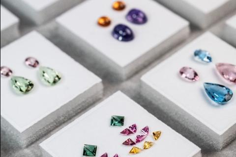 Assortiment of gemstones